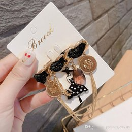 flower girl brooches UK - Europe and Ameirca Hotsale Women Pins Yellow Gold Plated Flower Lady Pins Brooches for Girls Women for Party Wedding Nice Gift