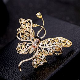 ladies simple jacket NZ - Ladies designer Fashion Butterfly Luxury Brooch Elegant Temperament Inlaid Zircon All-match Brooch Simple Jacket Brooch Accessories