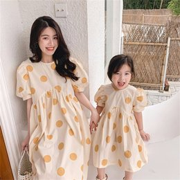 matching mommy girl clothes UK - Summer Mother Daughter Dot Print Dress Short-sleeve Mommy and Me Kids Dresses for Girls Cute Family Matching Clothes Outfits