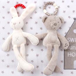 Bonito bebê berço carrinho de bebê brinquedo coelho coelho urso macio macio lacaio bebê cama móvel pram kid animal pendurado anel cor aleatória atacado em Promoção