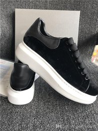 white pointed toe dress casual shoes UK - New Luxury Casual Shoes Fashion Brand Low Top Black Leather Walking Dress Sneakers For Men Women Classic With Box