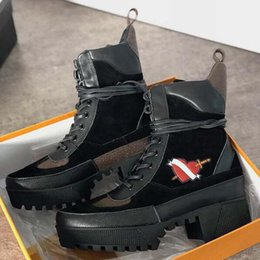 alligator belt lacing NZ - Women boot winter Platform Desert Boots Latest Leather ankle boot with belt chunky heel Martin shoes Lace-up Boot Heel 5-10cm US11 zz9