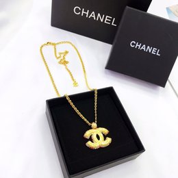 mens pendant leather Australia - CHANEL designer jewelry hip hop designer necklace butterfly iced out pendant mens 14k gold chains initial letter pearl necklaces V2