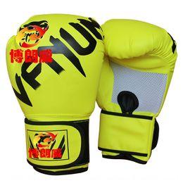 Großhandel Adult Thai-Boxen Kinder Sanda Kampfhandschuhe und Handschuhe Flüssigkeit Fitness Kampfwettkampftraining Gift Box-Hülse