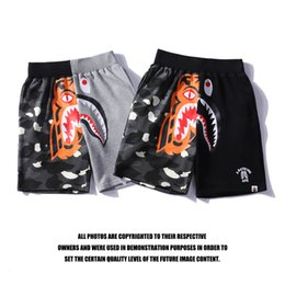 Wholesale tiger sharks online – design Fashion brand men s and women s five point beach pants luminous spot tiger head stitching shark casual shorts