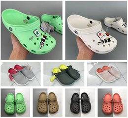 pink nurse shoes UK - 2020 SATIHU Slip On Casual Beach clogs Waterproof clog Shoes Women Classic Nursing Clogs Hospital Women Work Medical Sandals rJis#