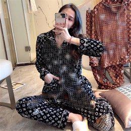 Clássico design impresso Mulheres Pijamas INS Moda Personalidade suaves feminino Pijamas interior Casual estilo lady Nightclothes em Promoção