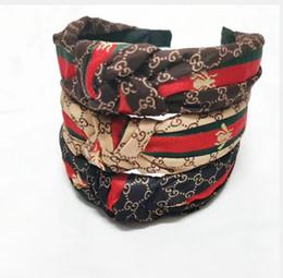 Kadınlar geniş kenar saç tokası saten patchwork yabancı kafa bandı fabrika fiyatı Gucci Harf kırmızı ve yeşil şerit headbands düğümlü hairband