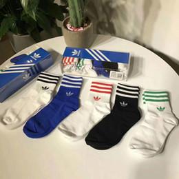 Wholesale men ankle socks pack online – funny Unisex Stockings Full Letter Socks New Arrive Box Packed Brand Design Socks Sports Lovers Cotton Sport Socks Mens Stockings ZHE01