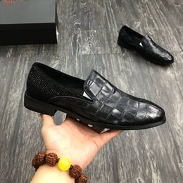 shoe lazy styles NZ - 2020 new Wolf Pattern lazy Loafers Roman American style men dress shoes patent-leather crocodile Vamp drill trim