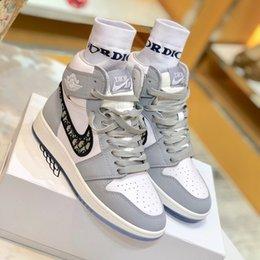 Toptan satış Spor ayakkabılar Erkekler Rasgele Koşu ayakkabıları 2020 Yeni Moda Erkek Kadın Yüksek üst Sneakers Basketbol Sneakers Kadınlar Traning Ayakkabıları Üçlü S