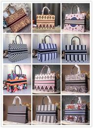 Luxury designer brand bags Designer fashion ladies large-capacity handbags Paris designer handbags fashion retro ethnic style canvas handmade embroidery pattern handbags im Angebot