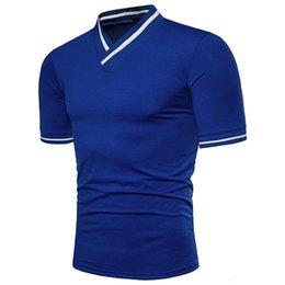 Опт Новая марка Рубашки моды личность V-образный вырез рубашка вскользь тонкая Твердая Polos с коротким рукавом New Tee доставка