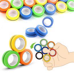 Anneaux magnétiques de secours Jouet avec paquet de boursouflure Anti-stress Fingears stress Reliver Annulaire Fun Spinner Jouets Décompression A en Solde