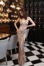 2020 nouveaux accessoires paillettes paillettes robe longue show show celebrity événement banquet voiture modèle etiquette robe de soirée en Solde