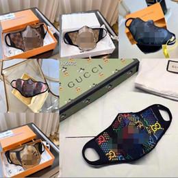 Venta al por mayor de S / M tiene con la caja de embalaje L V fría máscara Paris Fashion Show Designer lujo Máscaras Máscaras anti-polvo de tela + cuero de máscara de impresión diaria