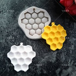 honeycomb mold 2020 - Silicone Hive Moulds Protection Cover Lines Honeycomb Molds Popular Chocolates Cake Mold Baking Tool Pure Colors0 8fh J1
