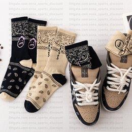 venda por atacado Travis Scott flor caju correspondência de cores Um tamanho casuais meias de algodão respirável SB apoio atacado skate confortável meias