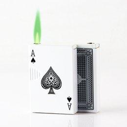 Venta al por mayor de Divertido jugando a las tarjetas antorcha encendedor creativo gadgets para hombres metal jet turbo butano rellenato de gas claro a prueba de viento ligero juguetes divertidos