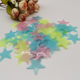3cm Luminoso Star Wall 100pcs Tv Wall Paper Patrina decorativa PVC Fluorescente Adesivo fluorescente luminoso Adesivo da parete luminoso Adesivo stella luminosa in Offerta