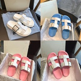 pvc clamps Canada - Thick-Soled Beach Shoes Fashion Clamp Feet Sea Flip Flops New High-Heeled Cool Slippers Women Outside Summer Wear#766