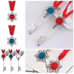 media keys Australia - 5styles Christmas Magic Key Pendant Santa Claus Christmas tree Ornaments Decorations halloween Xmas Gifts party favor FFA2852