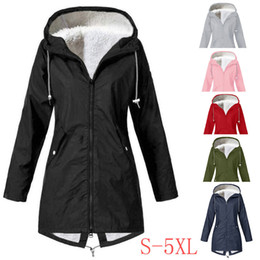 Venta al por mayor de Raincoat Women coat Fleece Winter Warm Thi Plus Size Waterproof Windproof female Hooded Outdoor Camping Tour Coat 2020
