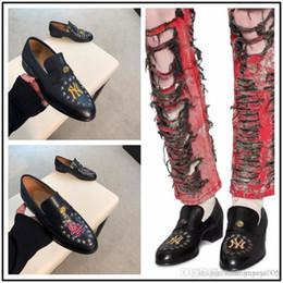 Wholesale best open dresses resale online – Best Leather Dressing Mens Shoes Fashion Black Pattern Rivets Male Flats Gentleman Laofers Point Toe