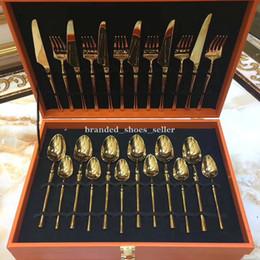 Luxurious Golden Color 24pcs Acciaio inossidabile Flateware Set Dinner Steak Coltello Forcella Set di stoviglie di alta end in Offerta