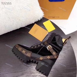 Wholesale world fabrics for sale - Group buy New color world tour desert boots women platform boots spaceship ankle boot high heeled flamingo medal Martin boots heavy sole