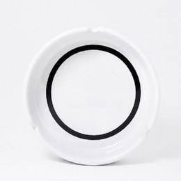 Cinzeiro de cerâmica de luxo com cinzeiro redondo branco / preto clássico em Promoção