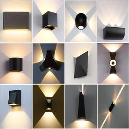 Luz LED de pared 85-265V IP65 Lámpara de pared de aluminio impermeable al aire libre para la cubierta de la escalera de baño Jardín Porche Dormitorio Espejo de la lámpara en venta