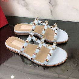 pink sandals for women Australia - 2020 The latest slippers for women Pointed sandals and slippers Pink black red The rivet flat sandals