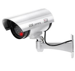 Ingrosso Dummy Falso Videocamera sorveglianza di falsificazione della videocamera LED simulato Security Monitor Signal Generator esterna del CCTV di sicurezza domestica Forniture LSK807