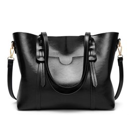 fashion leather handbags europe UK - New style handbags Europe and America cross-border fashion oil wax leather shoulder bag cheap high quality handbag simple lady handbag
