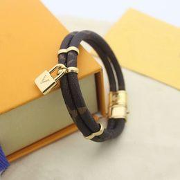 Europa américa moda senhora mulheres redonda cópia flor deck projeto gravar v carta trava charme pulseira pulseira pulseira em Promoção