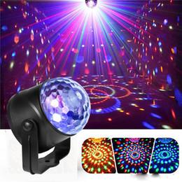 Luzes laser portátil LED Luzes RGB Sete Modo de iluminação Mini DJ Laser com controle remoto para a lâmpada do projetor do clube da festa de Natal em Promoção