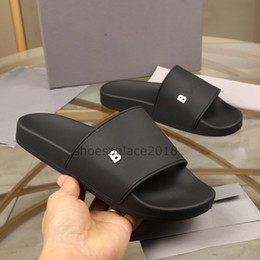 Wholesale Paris Sliders Mens Womens Summer Sandals Beach Slippers Ladies Flip Flops Loafers Black Ourdoor Home Slides Chaussures Shoes With Box