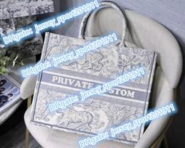 Kişiselleştirilebilir adı üst 5A kaliteli Klasik Renkli Kitap Totes çanta tasarımcısı çanta işlemeli çanta büyük kapasiteli Seyahat Tuval alışveriş çantaları