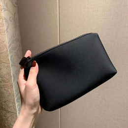Latest VIP Gift Good Hand Feeling With Logo Makeup Bag Lipstick Clutch Holder Travel Toiletry Fashion Storage Bags With Box on Sale