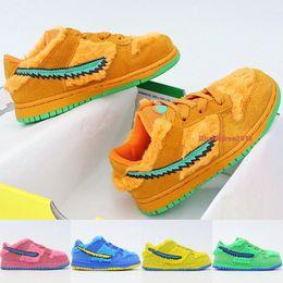 SB Dunk Dead Bears Kids Shoes Fashion Design Boys Girls Sneakers Yellow Green Blue Pink Blue Bear Toddler Skateboard Shoes Size 24-35 on Sale
