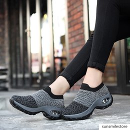 2020 New Sports Feature Soft Outsole Breath Sneakers For Woman Practice Modern Dance Jazz Shoes Size 35-42