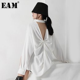 Discount white backless blouse [EAM] Women White Backless Pleated Big Size Blouse New Lapel Long Sleeve Loose Fit Shirt Fashion Tide Spring Summer 2020