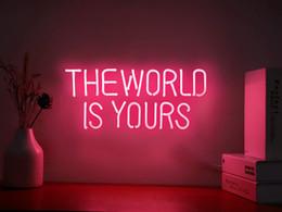 Vente en gros Le monde est à vous de vous des signes au néon pour la chambre de la chambre murale décor de la décoration de fête de la décoration gratuite