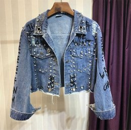 denim-crop-jacke großhandel-2020 Punk Brief Druck Nieten Perlen verziert Herbst lose Art Frauen Denim Jacken Mantel Crop Tops Abrigos Mujer