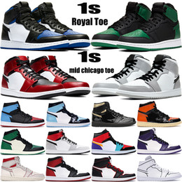 New 1 high OG basketball shoes 1s mid chicago royal toe black metallic gold pine green black UNC Patent men women Sneakers trainers on Sale