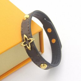 Factory Price Wholesale Coffee Pattern Hanging Heart Shaped V Leather Bracelet Womens Peach Heart Leather Bracelet 7NBO#