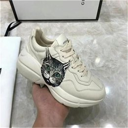 Vente en gros 2020 Chaussures Hommes Printemps Automne Cuir Casual respirante Chaussures plates à lacets Low Top Sneakers Léger Homme Outdoor Adulto chaussures hna04