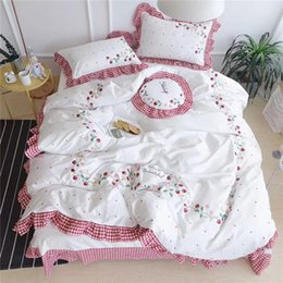 Discount ruffle bedding set 4 6 7Pcs luxury Egypt cotton strawberry Bedding Set Embroidery Ruffles Duvet cover set Bed Sheet Pillowcases Queen King