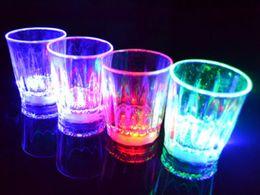 Ingrosso LED lampeggiante incandescente tazza dell'acqua liquido attivato light-up vino birra vetro tazza luminosa festa barra bevanda tazza tazza decorazione della festa di Natale